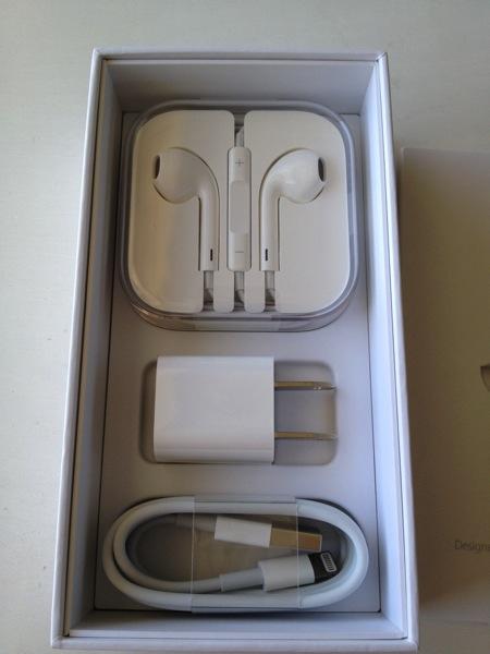 『iPhone 5s』シルバー付属品