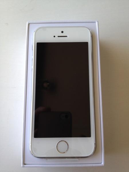 『iPhone 5s』シルバー 登場